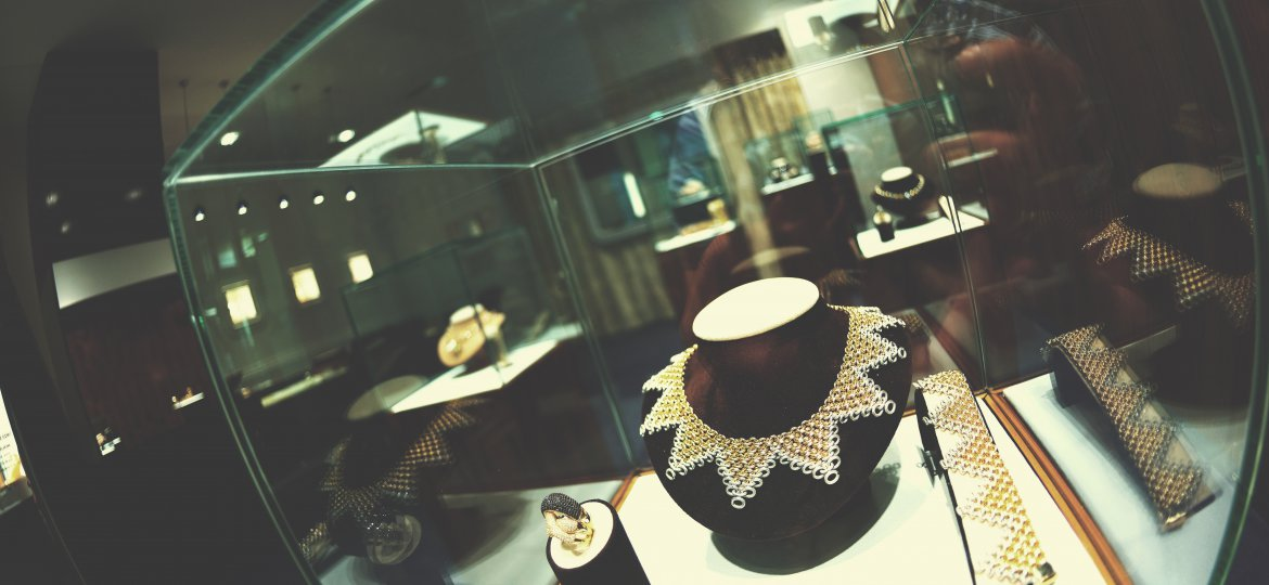 Jewelry Store - how to compete with e-tail